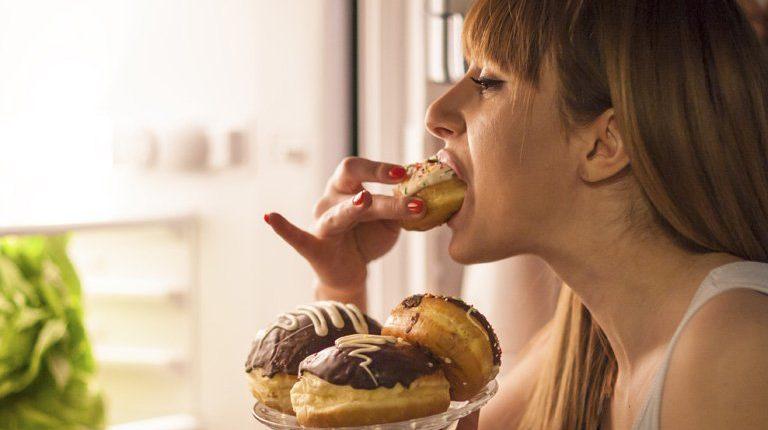 Binge eating: quando il piacere del cibo si trasforma in dipendenza