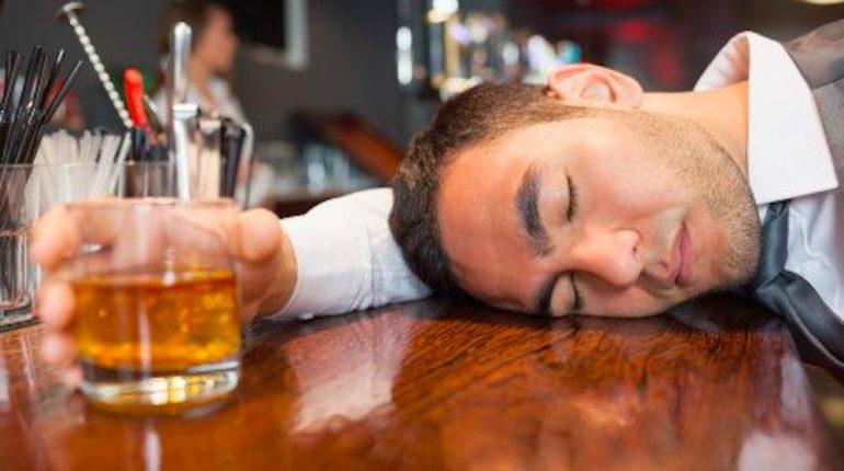 Quali sono gli effetti dell'alcol sul nostro cervello?